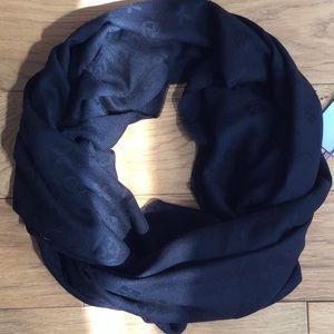 Louis like scarf